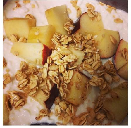 samantha healthy fit snacks yogourt granola and fruit