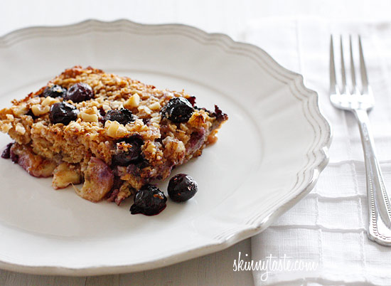 baked-oatmeal-with-blueberries-and-bananas